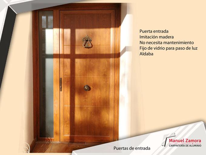 Puerta entrada con aldaba