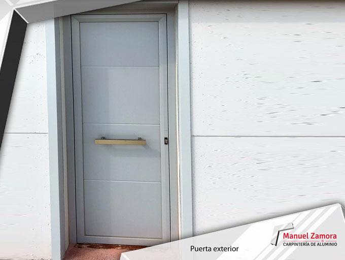 Puerta exterior lacada blanca